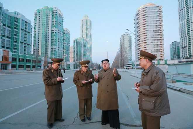 Ong Kim Jong-un giam sat Trieu Tien thu dong co ten lua moi hinh anh 1