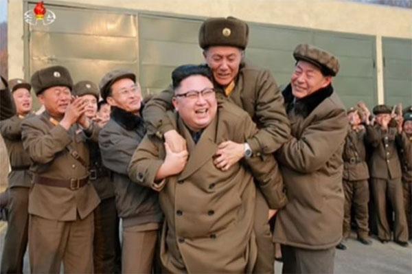 Nguoi dan ong bi an duoc ong Kim Jong-un cong hinh anh 1