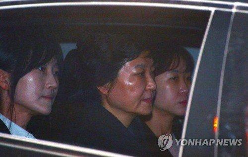 Video: Thoi diem ba Park Geun-Hye bi bat hinh anh 2