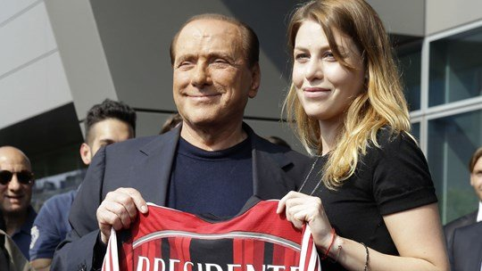 Berlusconi, mot tay vui dap bao doi my nhan hinh anh 5
