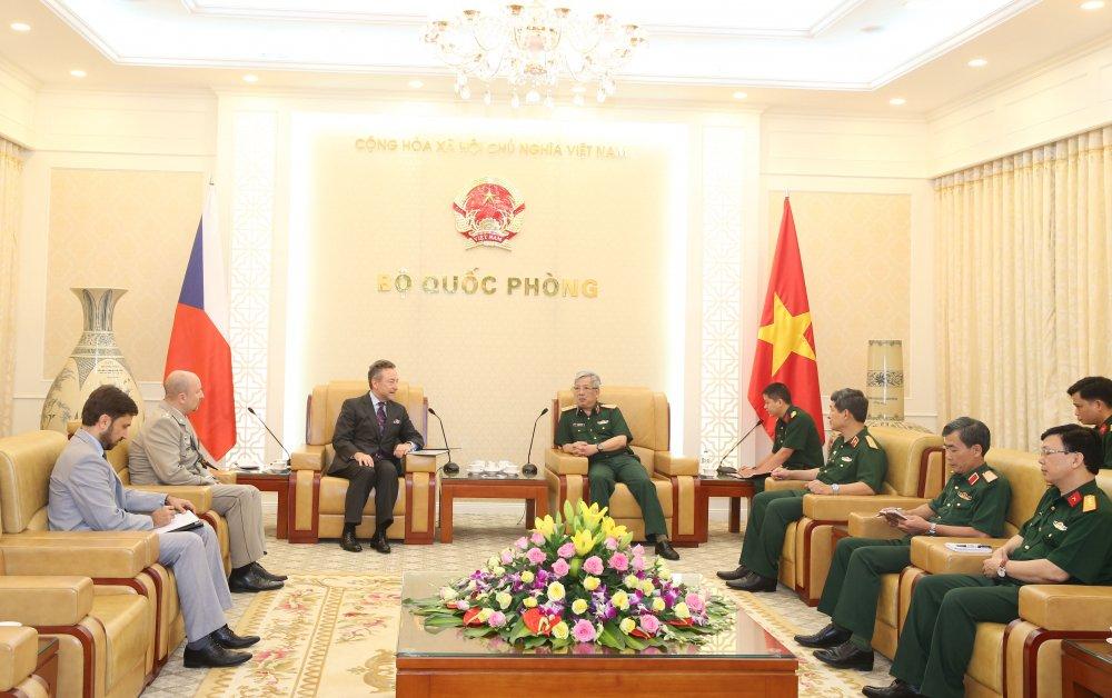 Thuong tuong Nguyen Chi Vinh tiep Dai su Cong hoa Sec tai Viet Nam hinh anh 1