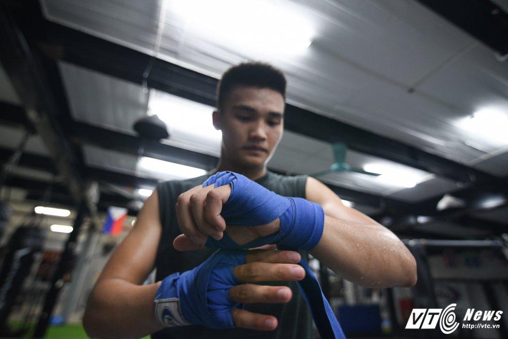 Nhung man doi khang 'sam set' trong trung tam MMA o Ha Noi hinh anh 2