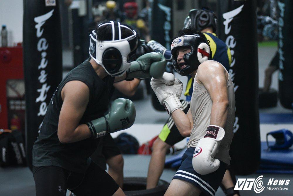 Nhung man doi khang 'sam set' trong trung tam MMA o Ha Noi hinh anh 11