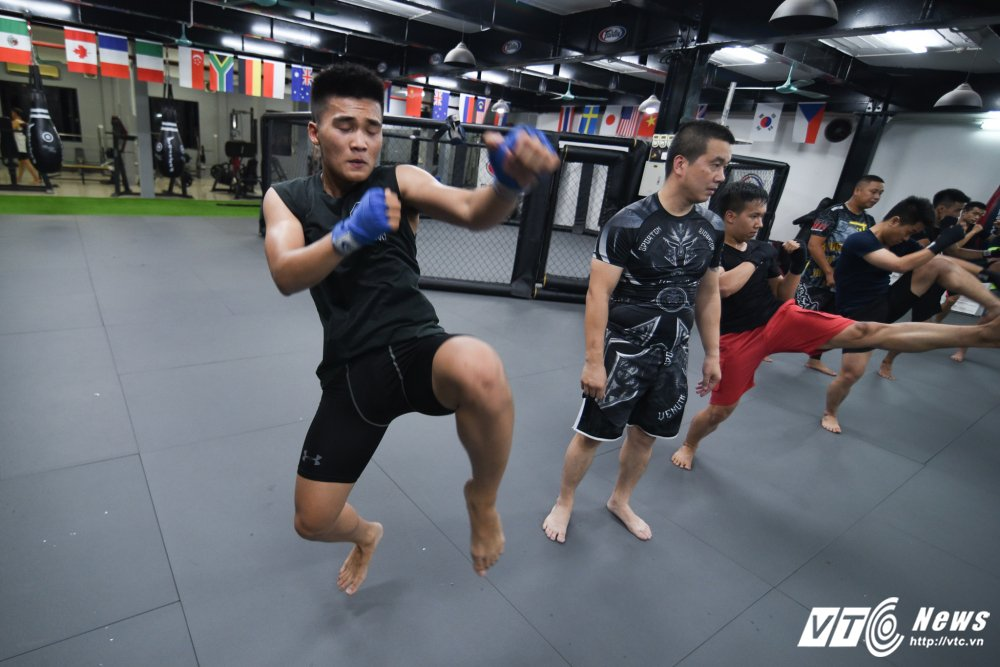 Nhung man doi khang 'sam set' trong trung tam MMA o Ha Noi hinh anh 3