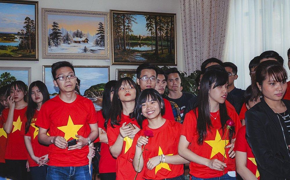 Ky niem ngay sinh Chu tich Ho Chi Minh duoc to chuc khap nuoc Nga hinh anh 1