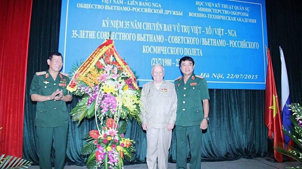 Thuong tuong Vo Van Tuan: Gorbatko ra di khong chi la mat mat… hinh anh 2