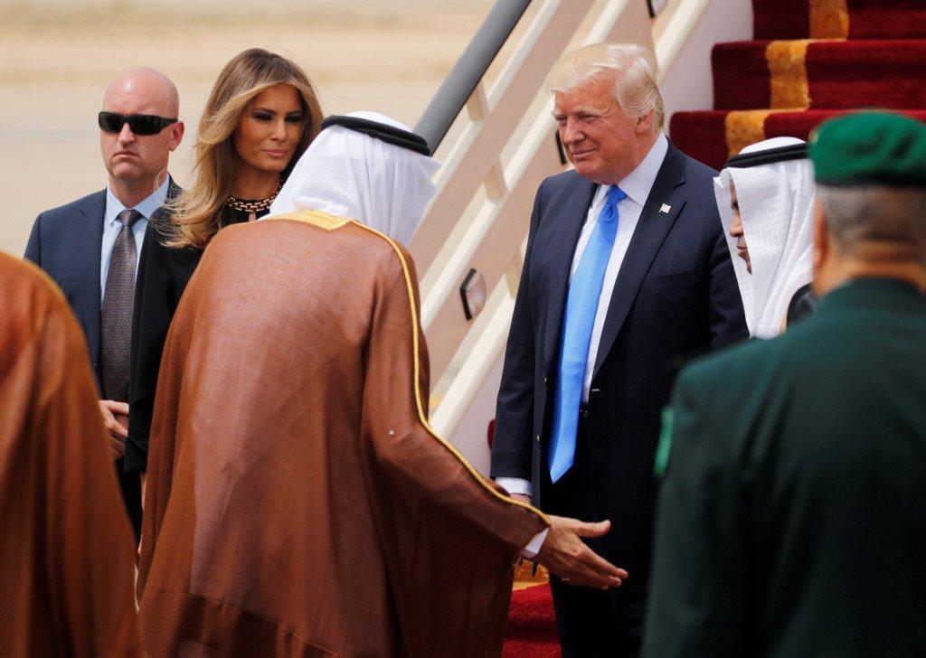 Hinh anh moi nhat trong lan dau Tong thong Trump cong du nuoc ngoai hinh anh 2