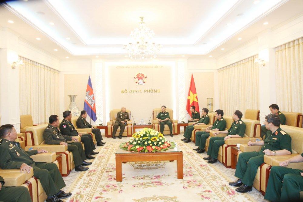 Trung tuong Phan Van Giang tiep Pho Quoc vu khanh Quoc phong Campuchia hinh anh 1