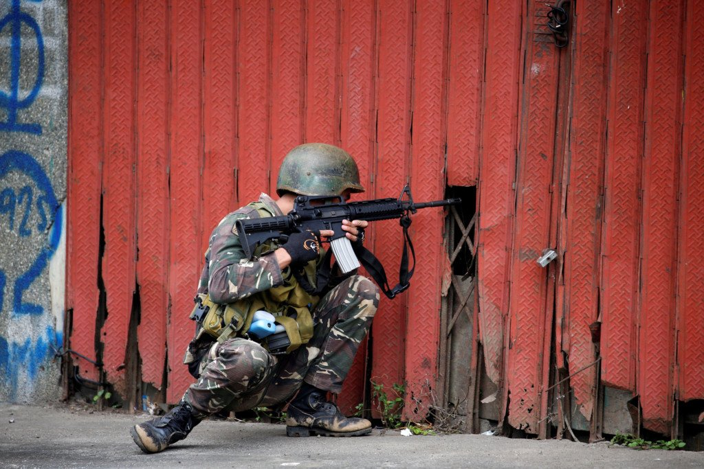 Binh si Philippines chat vat trong cuoc chien do thi voi khung bo Maute hinh anh 8