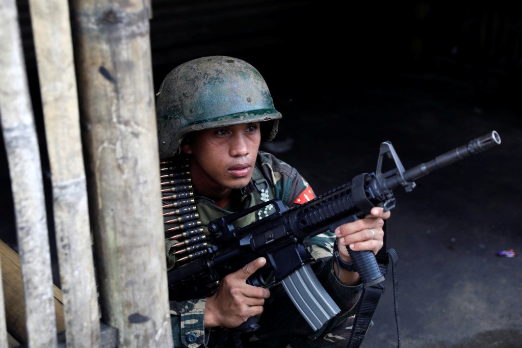 Binh si Philippines chat vat trong cuoc chien do thi voi khung bo Maute hinh anh 4