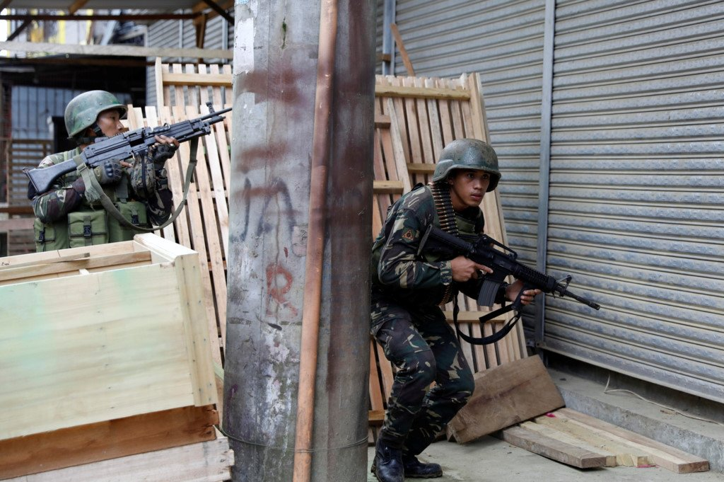 Binh si Philippines chat vat trong cuoc chien do thi voi khung bo Maute hinh anh 3