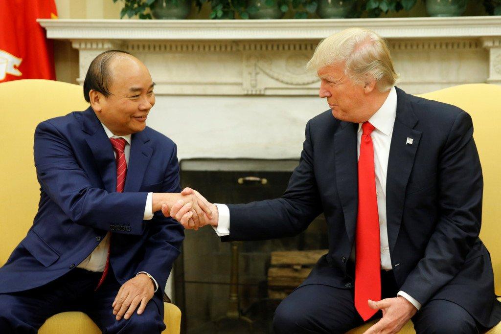 Anh: Thu tuong Nguyen Xuan Phuc gap Tong thong Donald Trump tai Nha Trang hinh anh 5