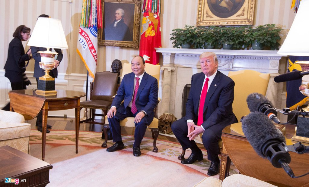 Anh: Thu tuong Nguyen Xuan Phuc gap Tong thong Donald Trump tai Nha Trang hinh anh 3