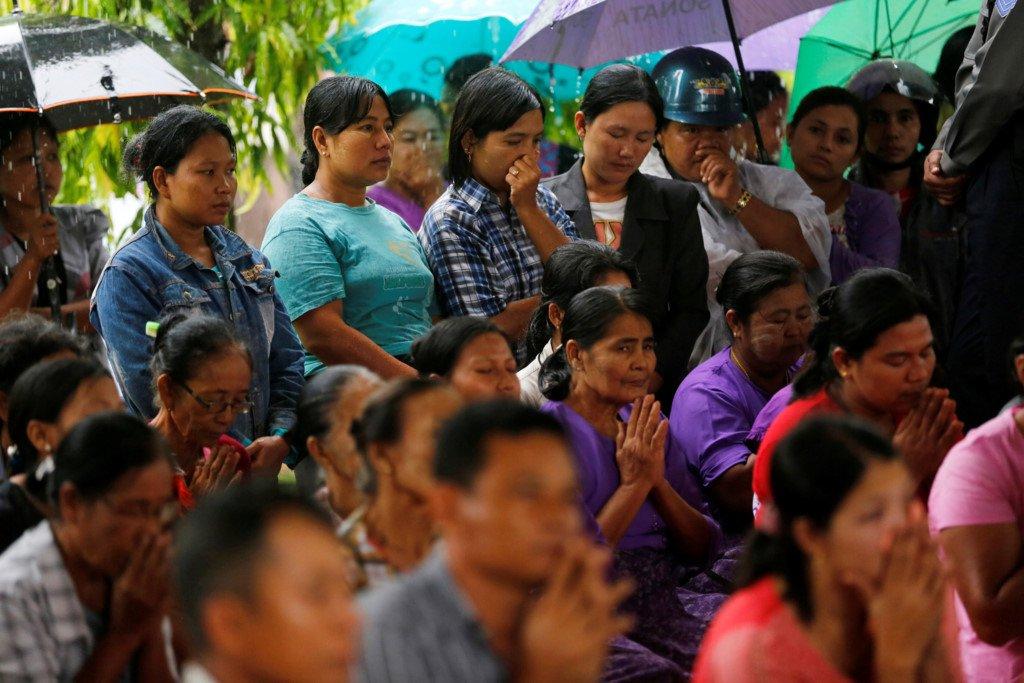 Le hoa tang dam nuoc mat cua cac nan nhan roi may bay Myanmar hinh anh 2