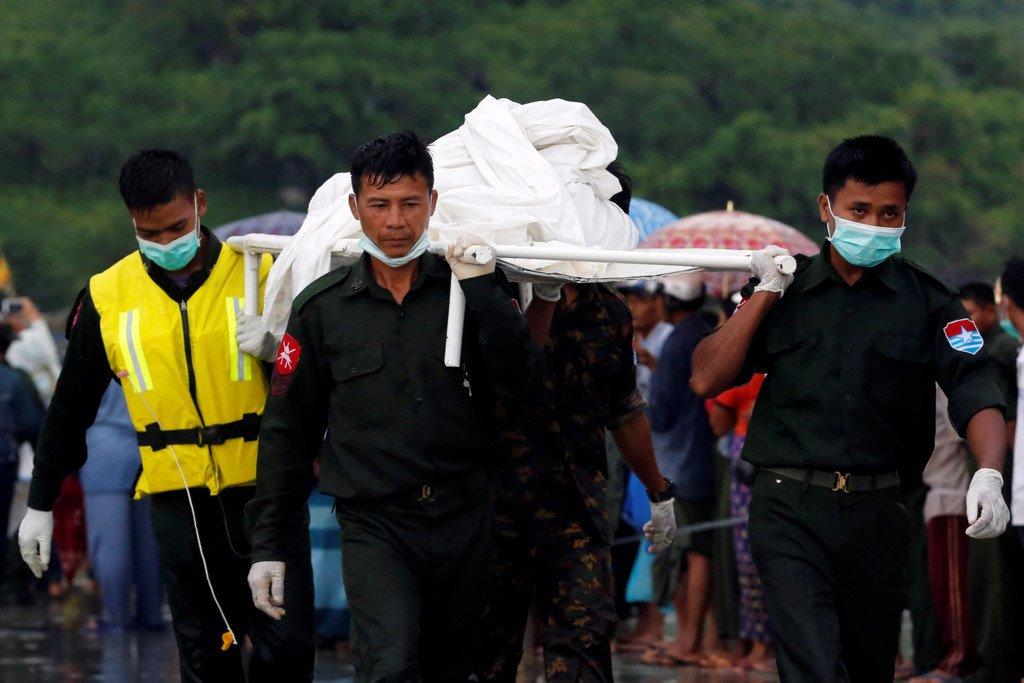 Le hoa tang dam nuoc mat cua cac nan nhan roi may bay Myanmar hinh anh 6