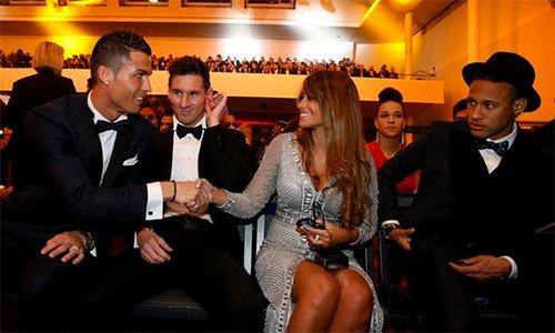 Ronaldo tu choi du dam cuoi cua Messi hinh anh 1