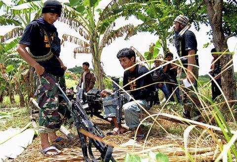 Phien quan tan cong truong hoc Philippines, nghi bat coc con tin hinh anh 1