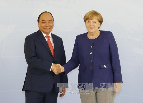 Thu tuong Nguyen Xuan Phuc hoi dam voi Thu tuong Duc Angela Merkel hinh anh 1