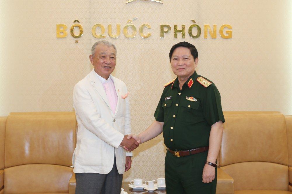 Bo truong Quoc phong tiep Chu tich danh du Quy Sasakawa Nhat Ban hinh anh 1