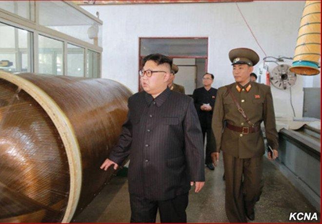 Trieu Tien vo tinh lo thong tin ten lua dan dao moi trong anh chup ong Kim Jong-un hinh anh 2