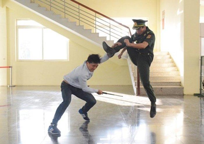 Anh: Quan doi Viet, Trung dien tap lien hop chong khung bo hinh anh 3