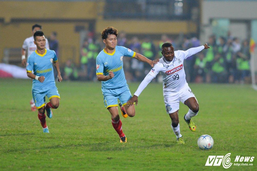 Mua ban thang tren san Hang Day trong tran mo man Mekong Cup 2017 hinh anh 1