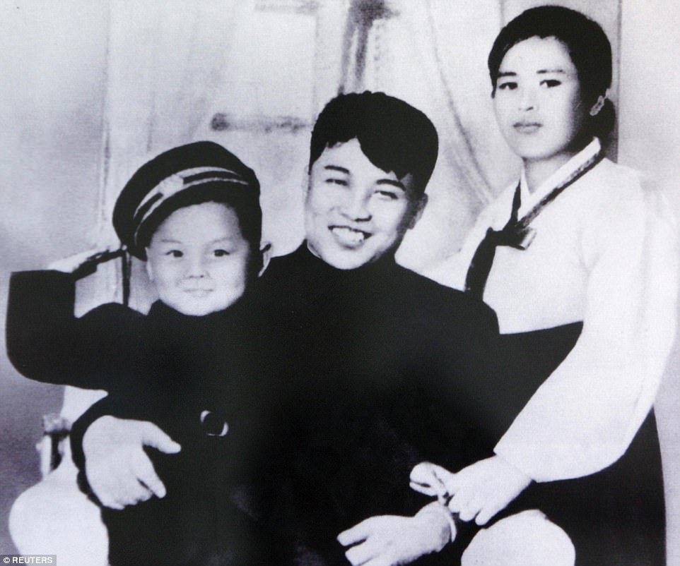 Nguoi Trieu Tien khieu vu trong tuyet mung 100 nam ngay sinh ba noi ong Kim Jong-un hinh anh 6