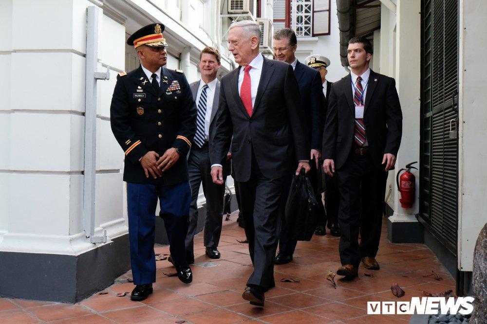 Nhung hinh anh dau tien cua Bo truong Quoc phong My James Mattis o Viet Nam hinh anh 9