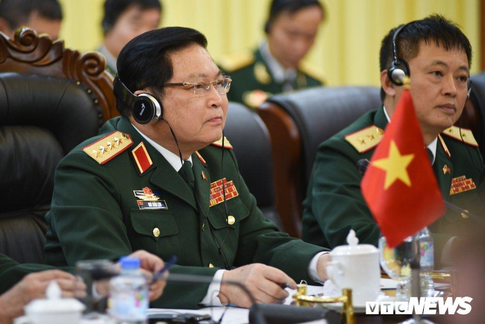 Dai tuong Ngo Xuan Lich trao mot so ky vat chien tranh cho Bo truong Quoc phong My James Mattis hinh anh 10
