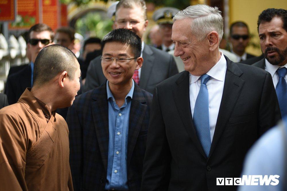 Bo truong Quoc phong My James Mattis tham va dang huong o Chua Tran Quoc hinh anh 11