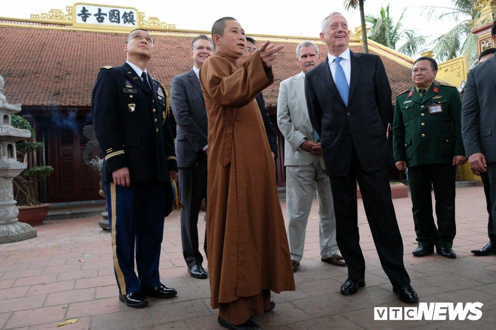 Bo truong Quoc phong My James Mattis tham va dang huong o Chua Tran Quoc hinh anh 8