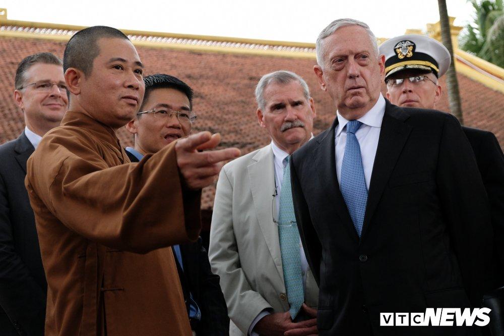 Bo truong Quoc phong My James Mattis tham va dang huong o Chua Tran Quoc hinh anh 9