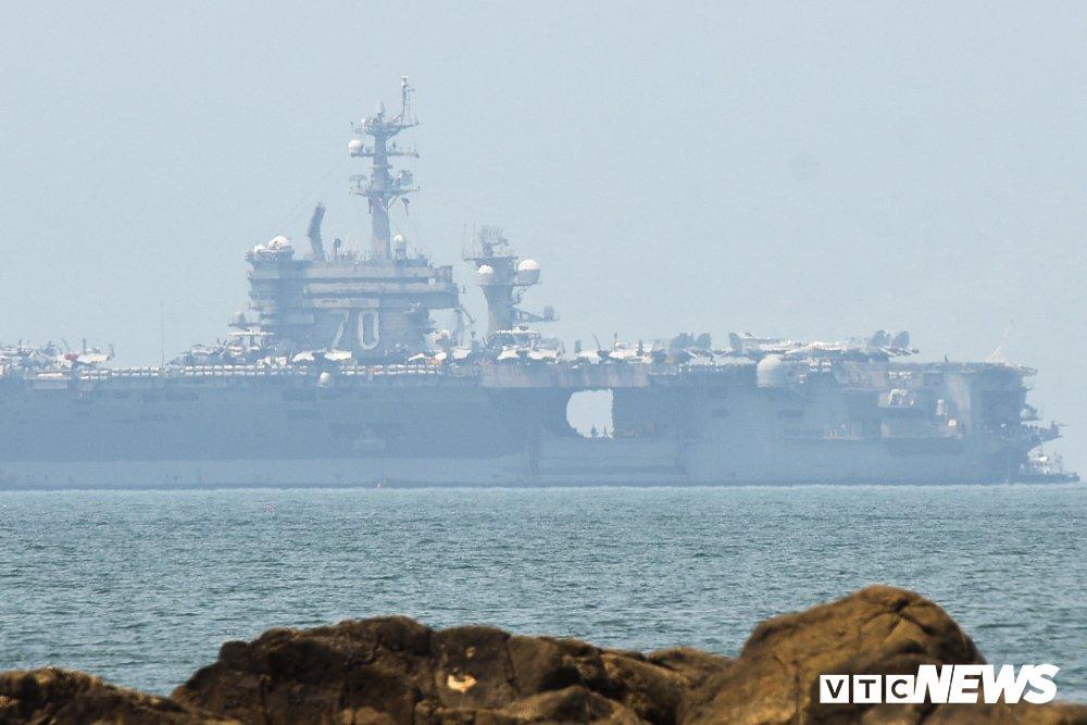 Can canh tau san bay My USS Carl Vinson dau trong cang Tien Sa hinh anh 3