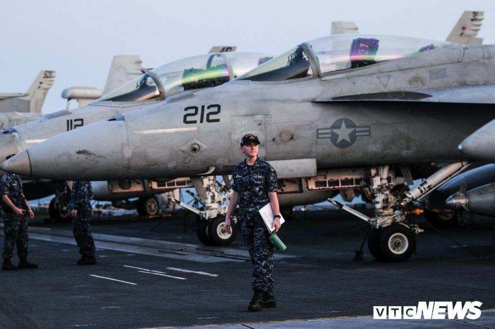 Nhung hinh anh an tuong trong chuyen tham Viet Nam cua tau san bay USS Carl Vinson hinh anh 10