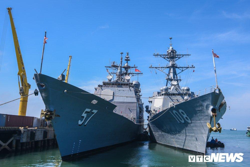 Nhung hinh anh an tuong trong chuyen tham Viet Nam cua tau san bay USS Carl Vinson hinh anh 11
