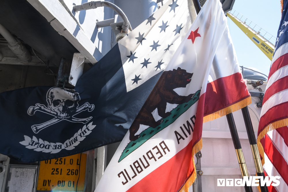 Nhung hinh anh an tuong trong chuyen tham Viet Nam cua tau san bay USS Carl Vinson hinh anh 12