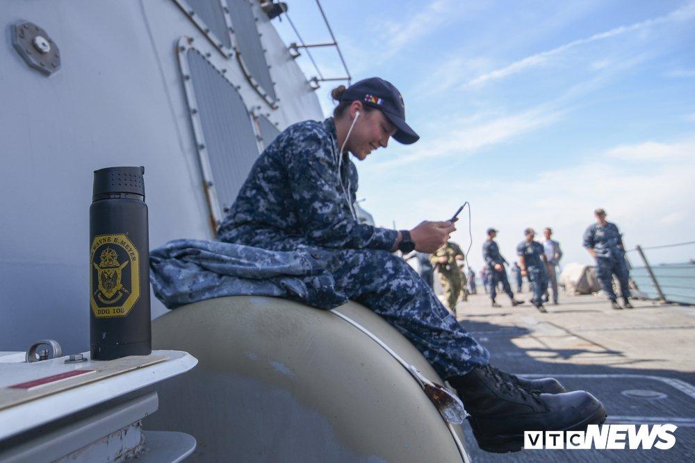 Nhung hinh anh an tuong trong chuyen tham Viet Nam cua tau san bay USS Carl Vinson hinh anh 13