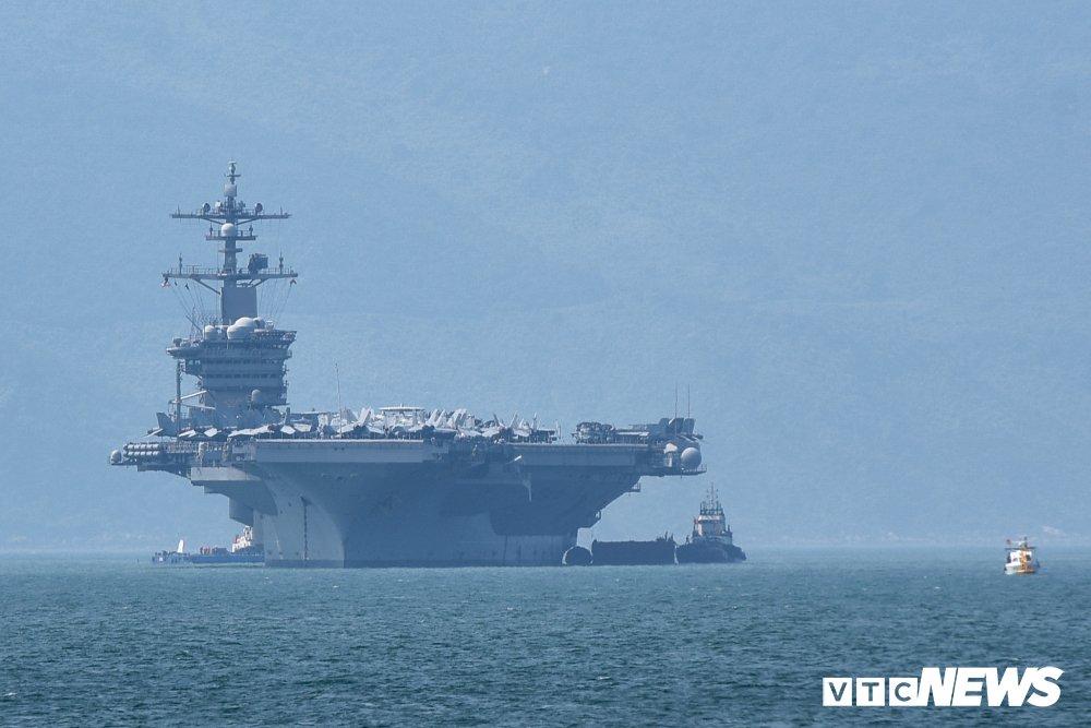 Nhung hinh anh an tuong trong chuyen tham Viet Nam cua tau san bay USS Carl Vinson hinh anh 2