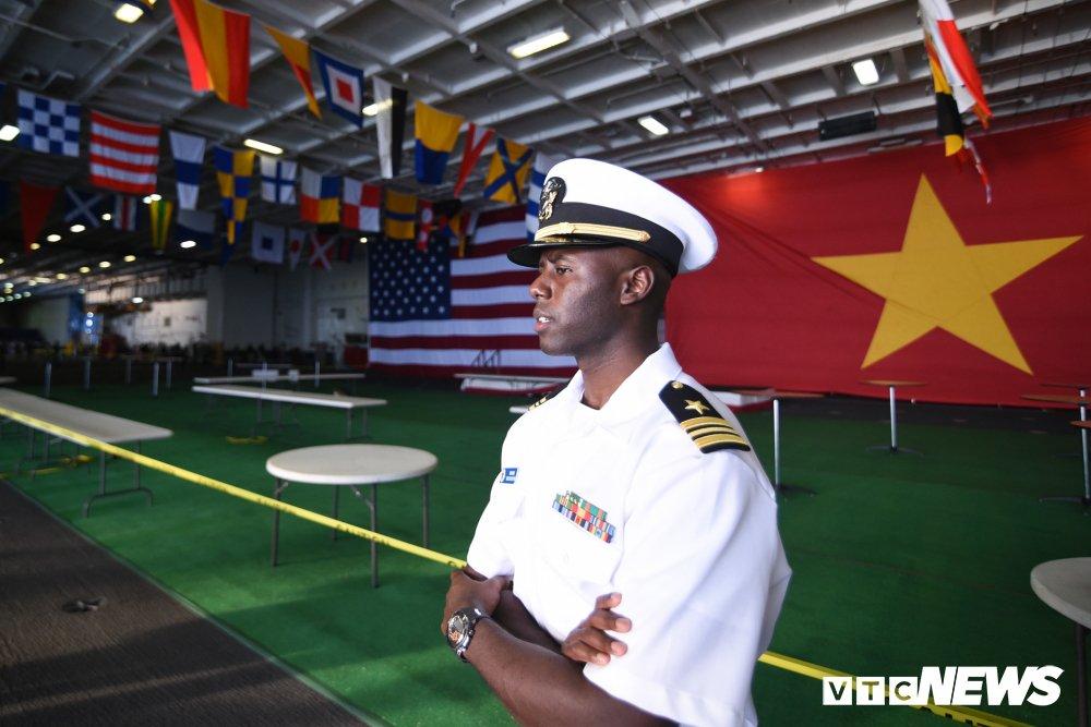 Nhung hinh anh an tuong trong chuyen tham Viet Nam cua tau san bay USS Carl Vinson hinh anh 3