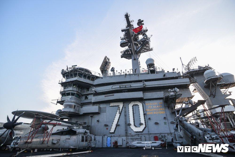 Nhung hinh anh an tuong trong chuyen tham Viet Nam cua tau san bay USS Carl Vinson hinh anh 6
