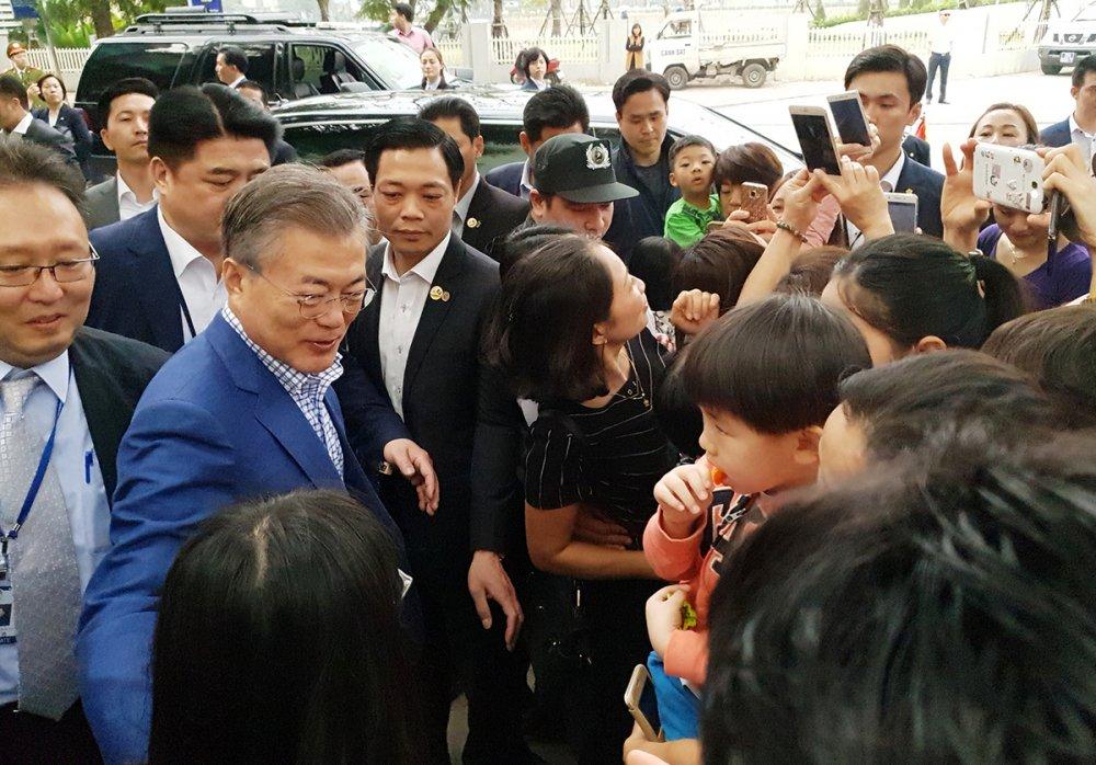Vo chong Tong thong Han Quoc thuong thuc pho bo o Ha Noi hinh anh 8