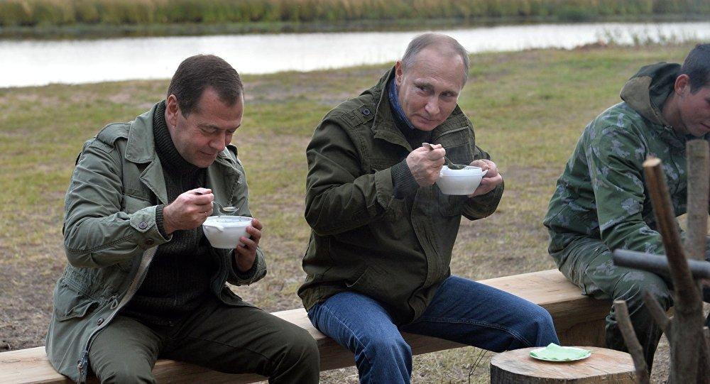 Nga cong bo thu nhap cua Tong thong Putin va Thu tuong Medvedev nam 2017 hinh anh 1