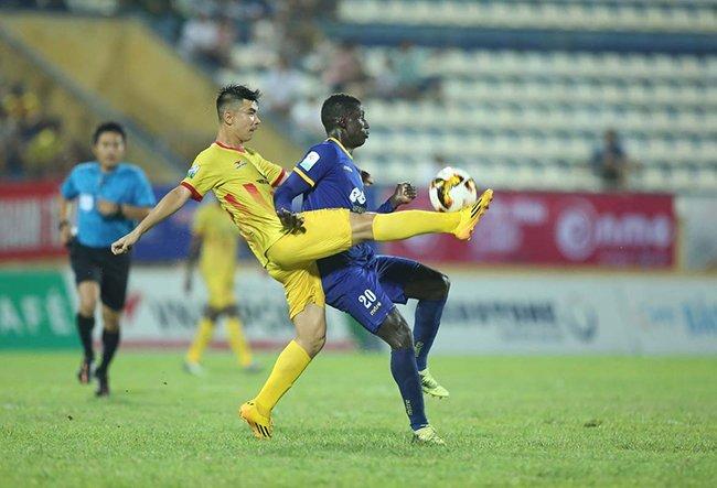FLC Thanh Hoa: Cong than 'ra duong', Omar doi mat an nang hinh anh 1