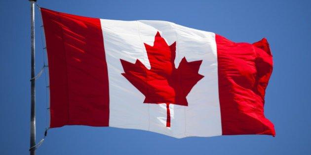Canada cho phep mua ban can sa giai tri qua duong thu tin hinh anh 1