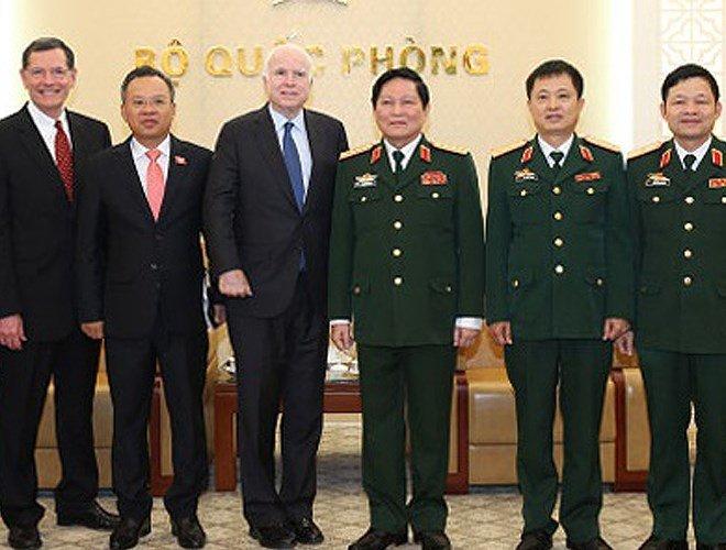 Thuong nghi sy John McCain - cuu binh My co nhieu duyen no voi Viet Nam hinh anh 2