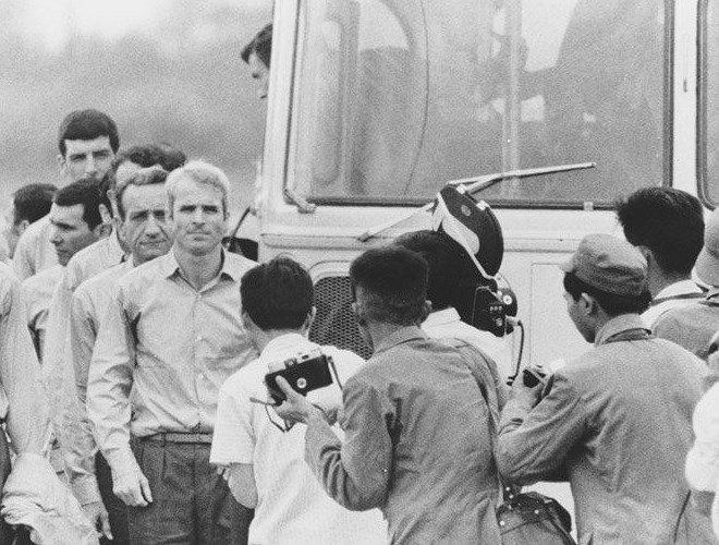 Thuong nghi sy John McCain - cuu binh My co nhieu duyen no voi Viet Nam hinh anh 1