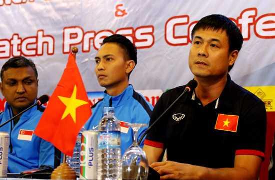 HLV Huu Thang khong ngai dan ngoai binh nhap tich cua Hong Kong hinh anh 1