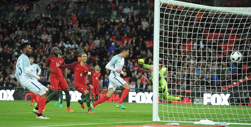 Mourinho ngoi khan dai xem tuyen Anh ha Bo Dao Nha hinh anh 8