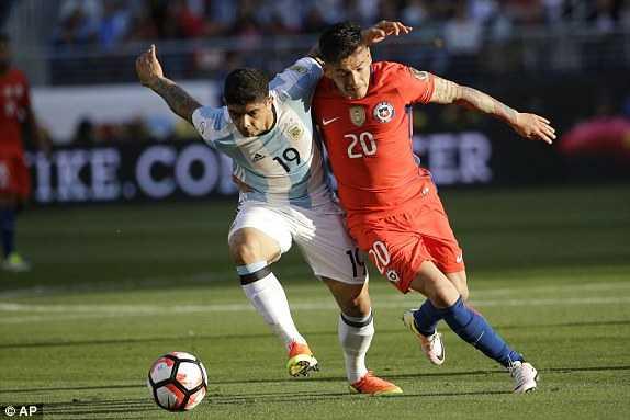Messi vang mat, Argentina van du suc tra han Chile hinh anh 4