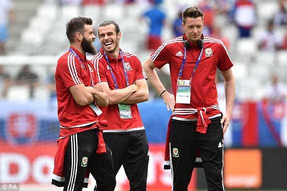 Truc tiep Euro 2016: Xu Wales vs Slovakia hinh anh 17